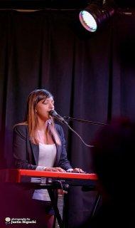 wokalistka na występie