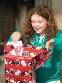 otwieranie prezentu
